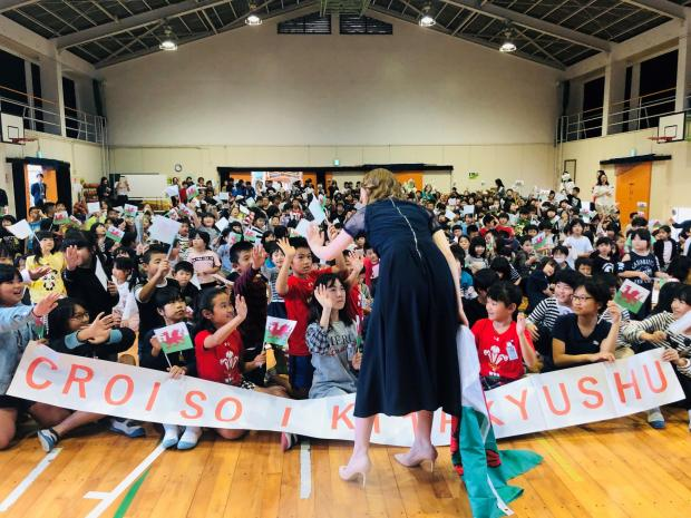 County Times: Alis Huws performed a concert in front of 560 primary school children in Kitakyushu, Japan. Photo: Alis Huws