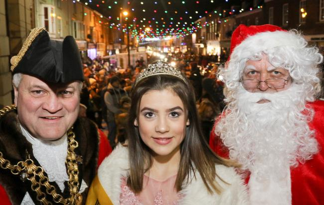 PB514-2017-28.Welshpool Christmas lights switch on last Friday 1st December 2017 by Carnival Queen Macie Lockwood.pictured l-r Steve Kaye (Mayor) Macie Lockwood and Santa.Picture by Phil Blagg.PB514-2017-28.