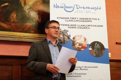Community groups in Newtown receive grants worth £10 , 000