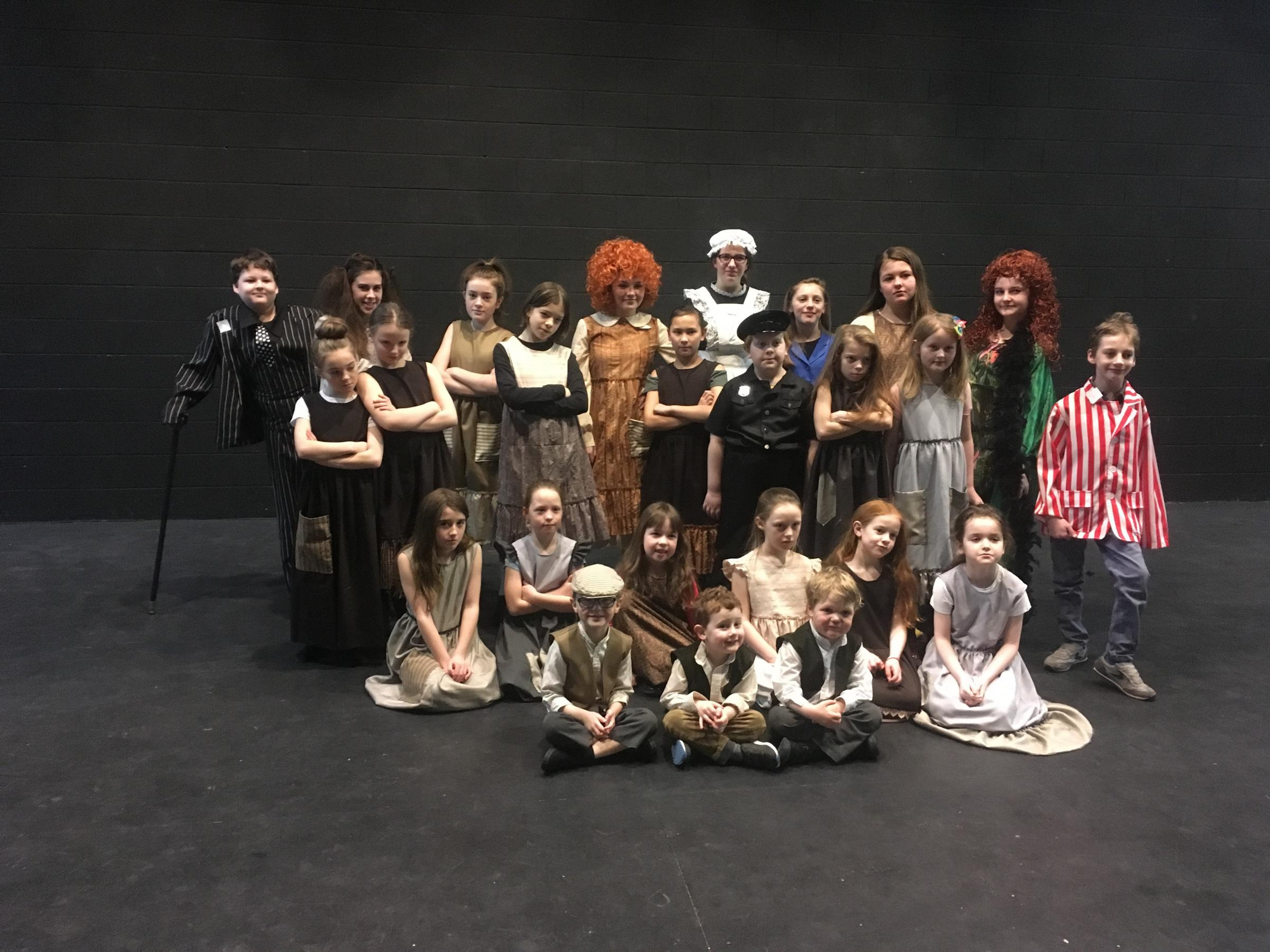 The cast of Annie Junior.